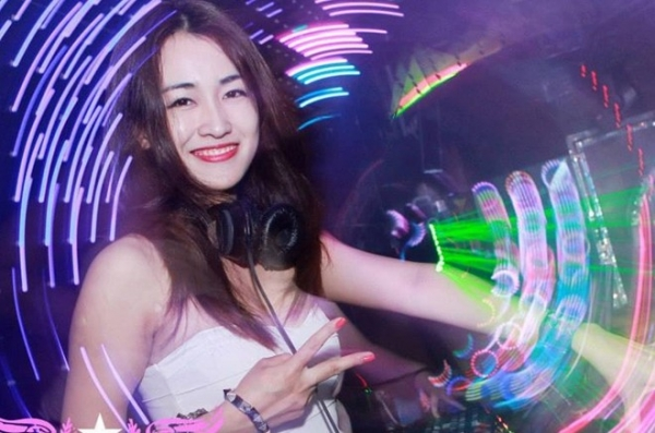 anh-dep-hot-girl-trang-moon-5-600x397