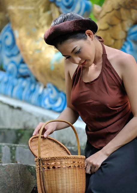 hot-girl-thai-nha-van-khong-ngai-khoe-than-4